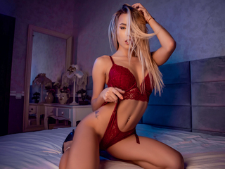 cam girl playing with dildo CarolineMayer
